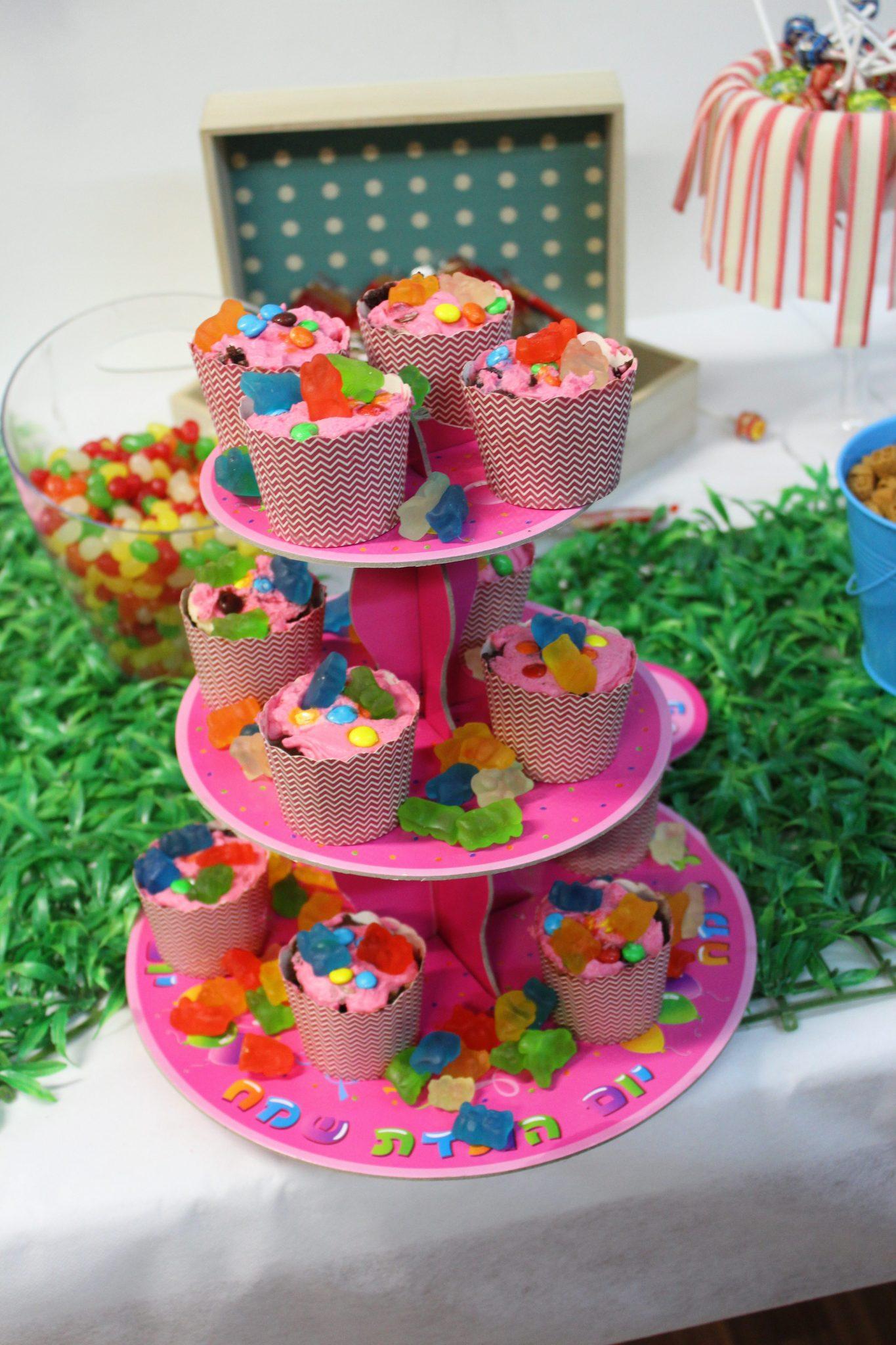 אפילו הממתקים מתרגשים לקראת חגיגות יום ההולדת שעומדות להתחיל במתחם חדרי הבריחה שלנו בהרצליה